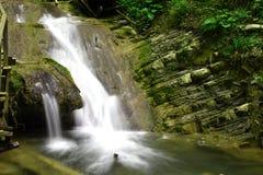 美丽,美丽如画的瀑布 免版税库存照片