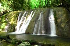 美丽,美丽如画的瀑布 库存图片