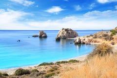 美之女神出生地的美丽的景色在塞浦路斯 Petra tu Romiou,美之女神石头  免版税图库摄影