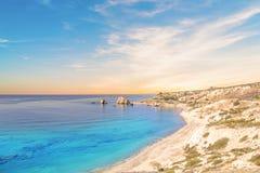 美之女神出生地的美丽的景色在塞浦路斯 Petra tu Romiou,美之女神石头  库存图片