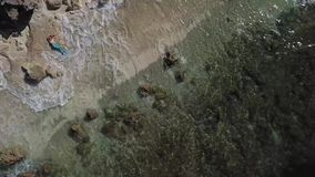 美人鱼服装Melasti海滩巴厘岛dron的女孩 影视素材