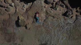美人鱼服装Melasti海滩巴厘岛dron的女孩 股票视频