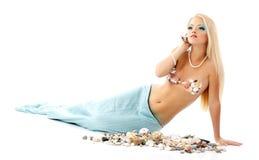 美人鱼美好的不可思议的神话少妇听的壳 免版税库存照片