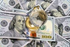 美元和地球 E 库存照片