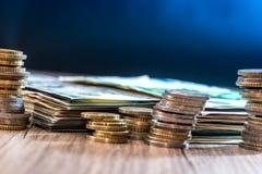 美元和欧洲钞票与硬币 免版税图库摄影