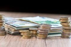 美元和欧洲钞票与硬币 图库摄影