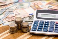 美元和欧洲钞票与硬币 库存照片