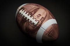 100美元橄榄球 免版税库存图片