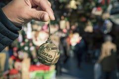 美元球在圣诞节市场上 免版税图库摄影