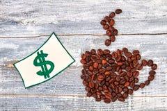 美元的图象在杯子附近的 免版税库存图片