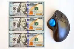 美元票据和计算机老鼠 免版税库存图片
