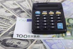美元计算器、钞票和欧洲背景 库存图片