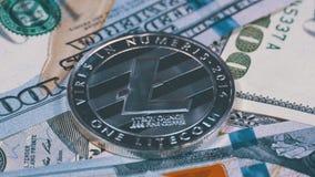 美元银色Litecoin硬币、国际航空测量中心和票据转动 股票视频
