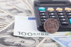 美元,欧洲背景计算器和钞票  免版税库存图片