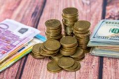 美元,磅欧元硬币 免版税图库摄影