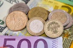 美元,磅,在欧元的欧洲硬币 免版税图库摄影