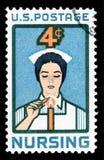 美利坚合众国取消了显示护士的图象邮票点燃蜡烛致力 库存图片