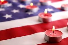 美利坚合众国的背景旗子为全国联邦假日庆祝和哀悼的记忆天 美国标志 库存照片