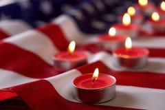 美利坚合众国的背景旗子为全国联邦假日庆祝和哀悼的记忆天 美国标志 图库摄影