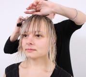 美发师割 免版税图库摄影