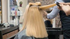 美发师工作美容院的 股票录像