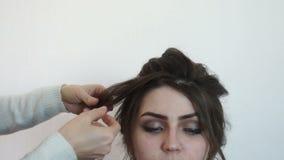 美发师洒头发与模型 影视素材