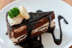 美味的巧克力奶油蛋糕用香蕉 库存照片
