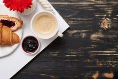 美味的早餐平的位置  图库摄影