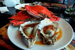 美味的螃蟹和牡蛎 免版税库存图片
