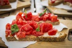 美味的鲜美bruschetta,意大利开胃菜 免版税库存图片