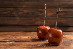 美味红色焦糖苹果 免版税库存照片