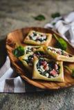 美味菠菜结块用烟肉和希腊白软干酪 免版税库存照片