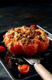 美味被充塞的成熟蕃茄 免版税库存照片