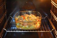 美味食物的烤箱 免版税库存照片