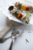 美味halloumi kebabs用甜椒 库存照片