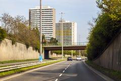 美因法,德国- 2017年10月12日:路、汽车和大厦 免版税库存照片