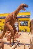 美国、亚利桑那28,06,2016恐龙和其他金属形象打开 免版税库存图片