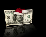 美国一百元钞票圣诞老人帽子 库存照片