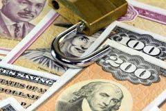 美国与挂锁的储蓄公债-金融证券概念 免版税图库摄影