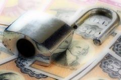 美国与挂锁的储蓄公债-金融证券概念 库存照片