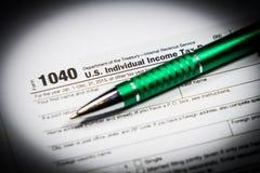 美国与笔和计算器的报税表1040 报税表法律文件, 库存图片