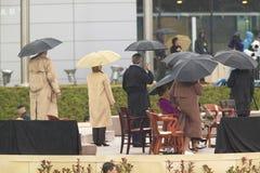 美国乔治・在阶段的W.布什、前美国第一夫人和当前美国参议员希拉里・克林顿, D- NY和其他在威廉J.克林顿总统中心的盛大开幕式仪式期间在小石城的, AK 2004年11月18总统日 布什、前美国第一夫人和当前美国参议员 希拉里・克林顿, D- NY和其他在 免版税库存图片