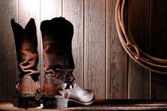 美国人启动牛仔骑马圈地踢马刺西部 免版税图库摄影