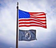 美国人和战俘旗子。 库存图片
