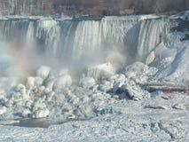 冻美国人尼亚加拉瀑布,美国 免版税库存照片