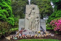 美国人棒球运动员贝比・鲁斯坟墓  库存照片