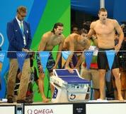 美国人` s 4x100m混合泳队Cory米勒L,迈克尔・菲尔普斯和莱恩・墨菲在里约2016年奥运会庆祝胜利 库存图片