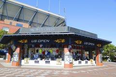 美国公开赛在美国公开赛期间的汇集商店2014年在比利・简・金国家网球中心 免版税库存图片