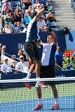 美国公开赛2014个人双冠军鲍伯和迈克・布赖恩庆祝决赛胜利在比利・简・金国家网球中心 库存照片