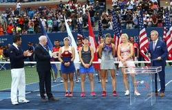 美国公开赛2017妇女` s加倍冠军詹咏然L,玛蒂娜・辛吉斯和决赛选手Lucie Hradecka和卡泰琳娜Siniakova 图库摄影